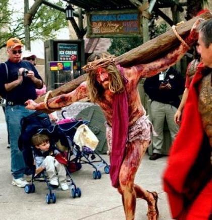Religijski tematski parkovi: Raspeće Isusa dva puta dnevno; Svakog dana, osim nedjelje