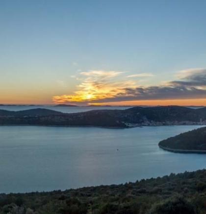Tisno, Hrvatska: Mjesto dobrog odmora i vrhunskog partijanja