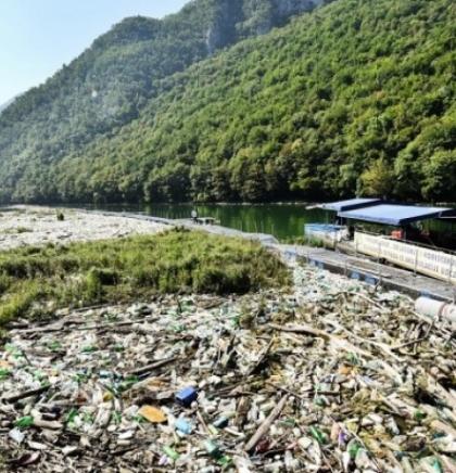 Uklonjeno oko 6.000 kubika plutajućeg otpada iz Vrbasa