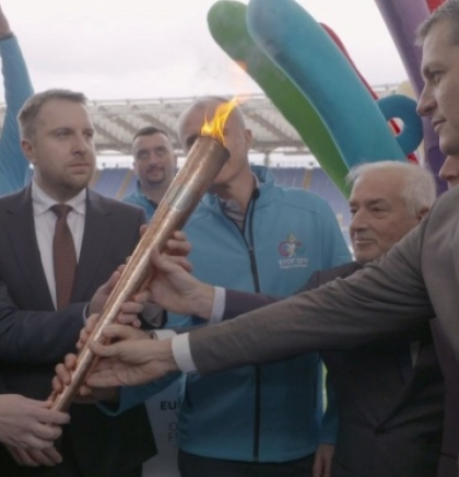 Delegation of EYOF 2019 takes over 'Peace Torch' (VIDEO)