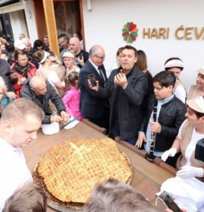 U Travniku napravljena najveća porcija ćevapa