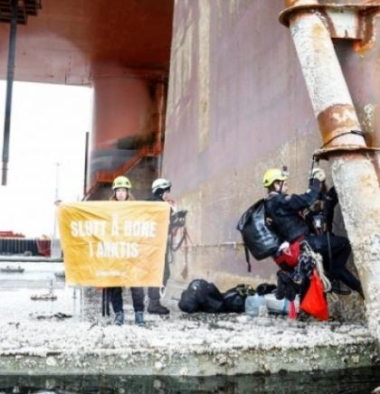Aktivisti Greenpeacea protestiraju zbog bušenja nafte u Arktiku