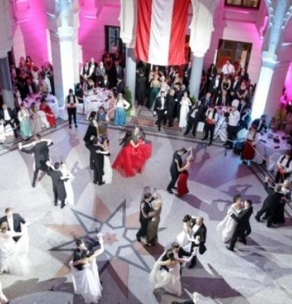 Svjetski poznati pijanista Robert Werner dolazi na Austrijski bal u Sarajevo