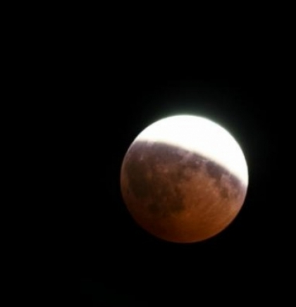 Sutra djelimično pomračenje Mjeseca