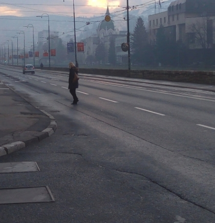 Zbog prevrtanja šlepera, obustavljen saobraćaj na putu M-16 Kupres- Šuica