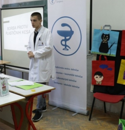 Učenici Srednje medicinske škole: Pobijedimo zagađenje plastičnim kesama (VIDEO)