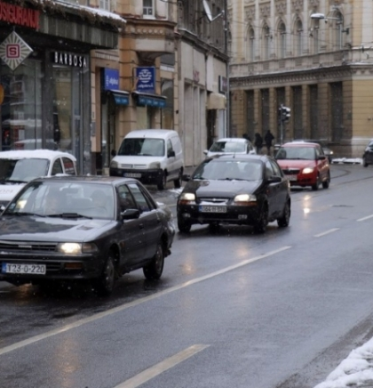 Otežan saobraćaj na putevima centralne, zapadne i istočne Bosne zbog snijega