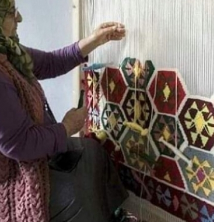 Bugojanka Munevera Đuliman sa svojim sestrama otkala stotine ćilima