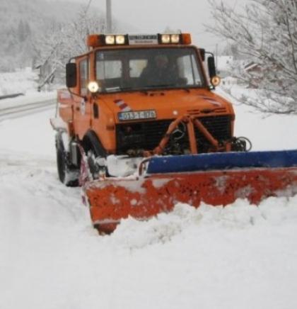 Na putevima u zapadnoj Bosni zimski uvjeti vožnje - snijeg i jak vjetar