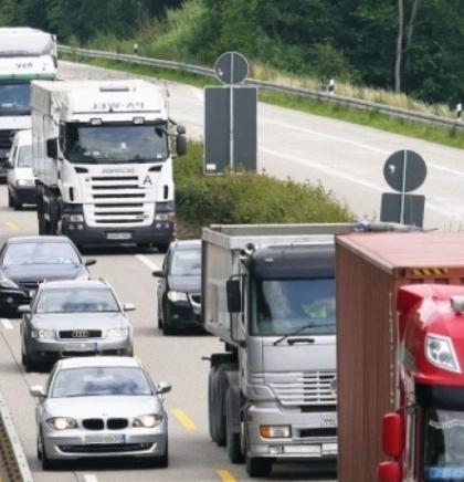 Duga kolona teretnih vozila na ulazu u BiH na GP Bosanska Gradiška