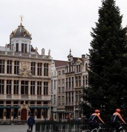U susret praznicima u Bruxellesu postavljena jelka od 18 metara