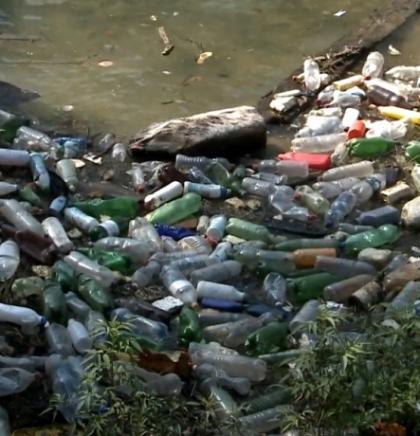 Riješiti problem deponije koja plovi jezerom Bočac i ušćem Crne rijeke