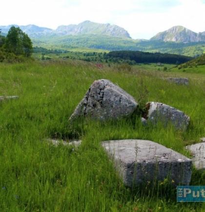 Stećci iz okolice Kalinovika na Gvoznu se mogu okvirno datirati u 14. i 15. stoljeće.